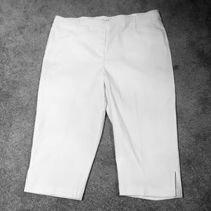 Plus size 22/Bright WHITE Capris In Every Story